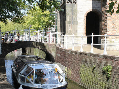 Canal boat near the Old Church