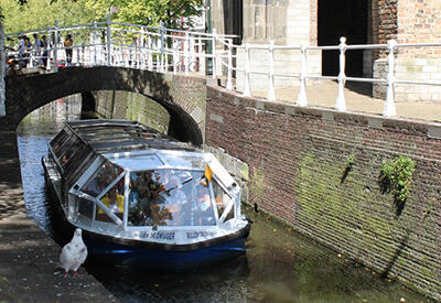Canal boat near the Old Church - Daytrip: Delft Blue Line